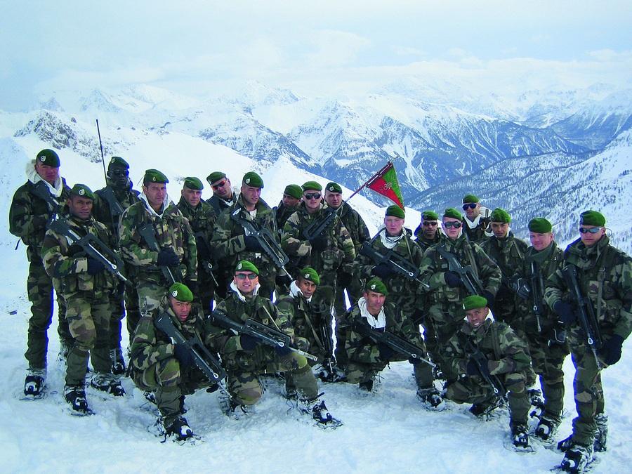 Com os colegas de pelotão nos Alpes franceses