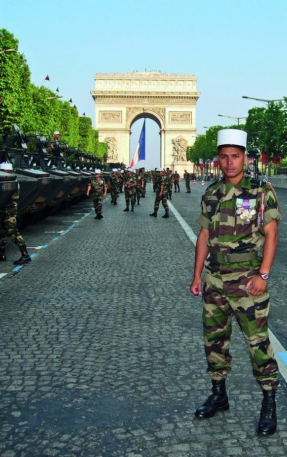 Marcos no desfile de 14 de julho de Paris, em 2005