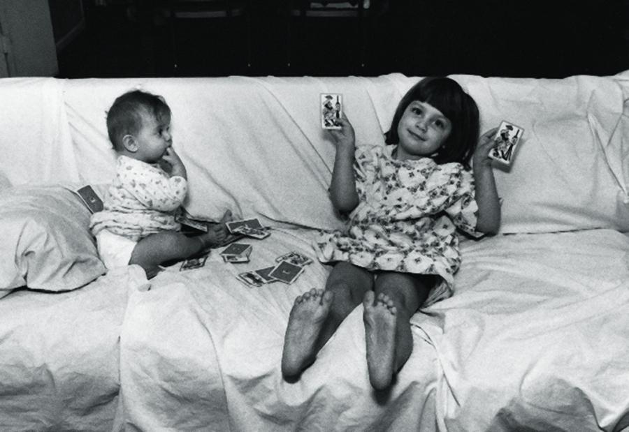As filhotas Diana e Chrissie (ambas com mais de 20 anos hoje)