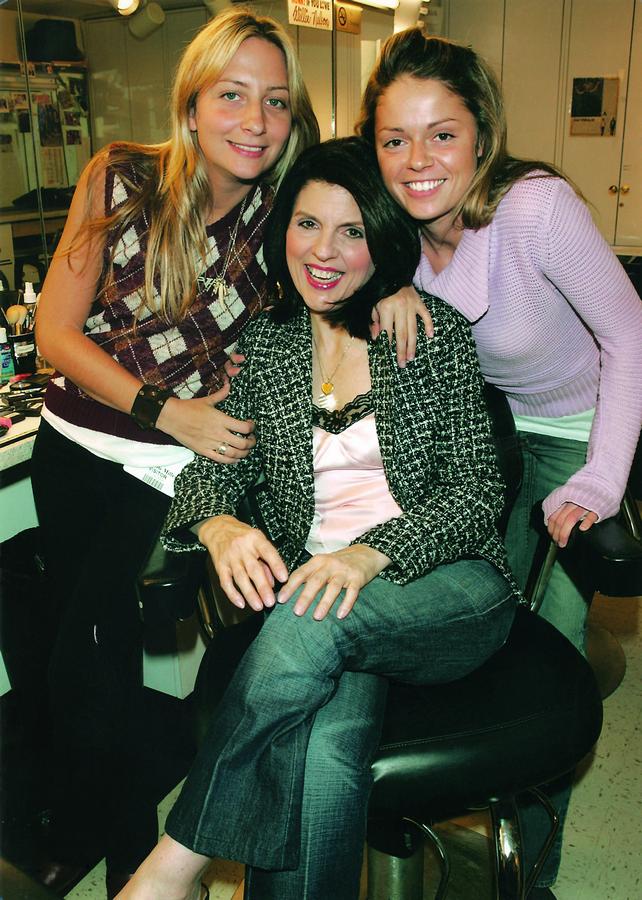 Chrissie, Susan e Diana no backstage do Carson Daly Show