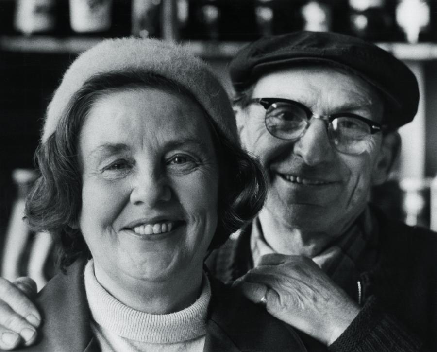 Little Mom, mãe/professora de Susan, e seu pai.