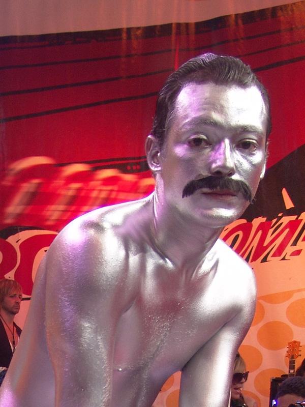 Freddie Mercury prateado, sua mais famosa invenção