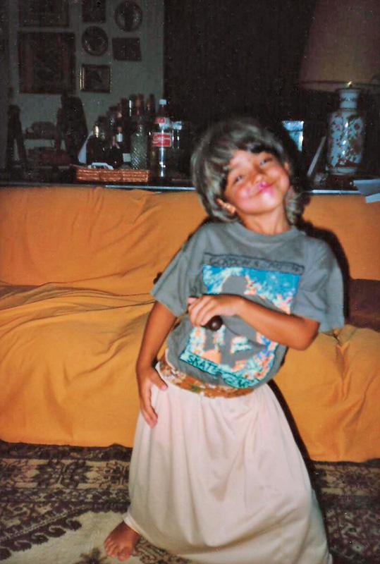 Aos 7 anos Eduardo imitando a bisavó