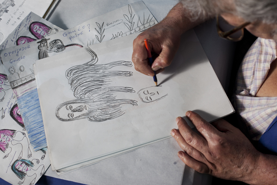 Desenhando nossa repórter como uma ovelha preta