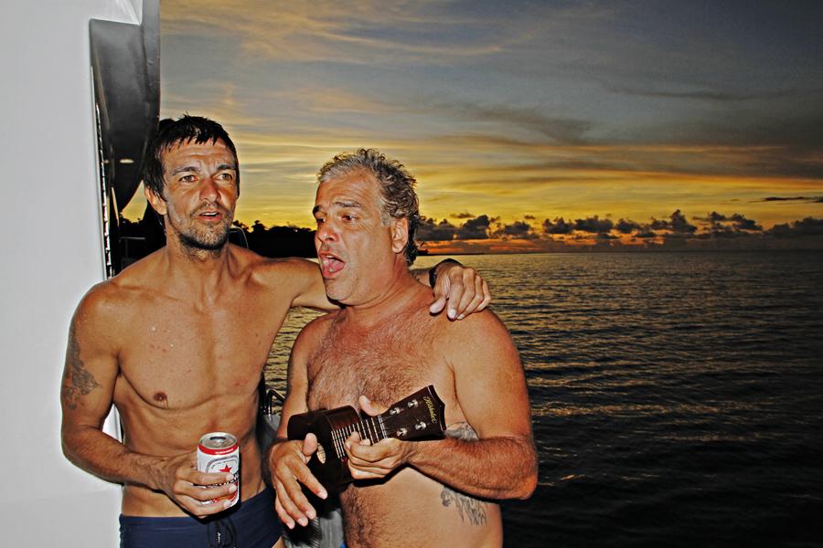 Armandinho e Marcão Ciampolini soltam a voz no barco