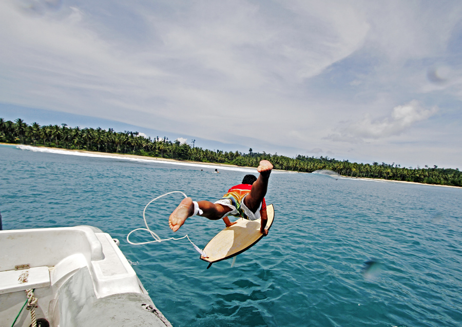 Marcelo Freire caindo na água