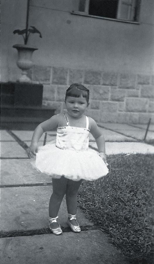Vestida de bailarina aos 2 anos de idade