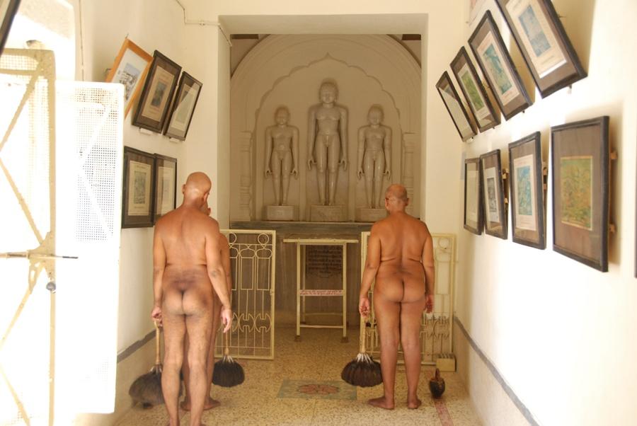 Três monges jainistas do templo de Parsvanatha