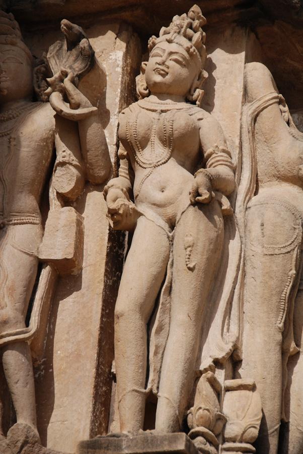 Cenas de erotismo carnal nas sublimes esculturas do templo Kandarya Mahadeva