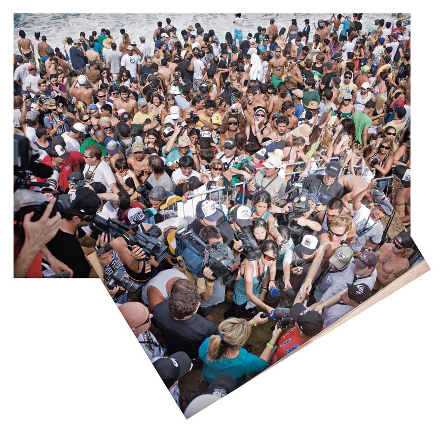 fãs e jornalistas tentam falar com o ídolo em praia porto-riquenha