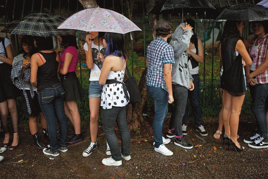 A fila não esfria apesar da chuva