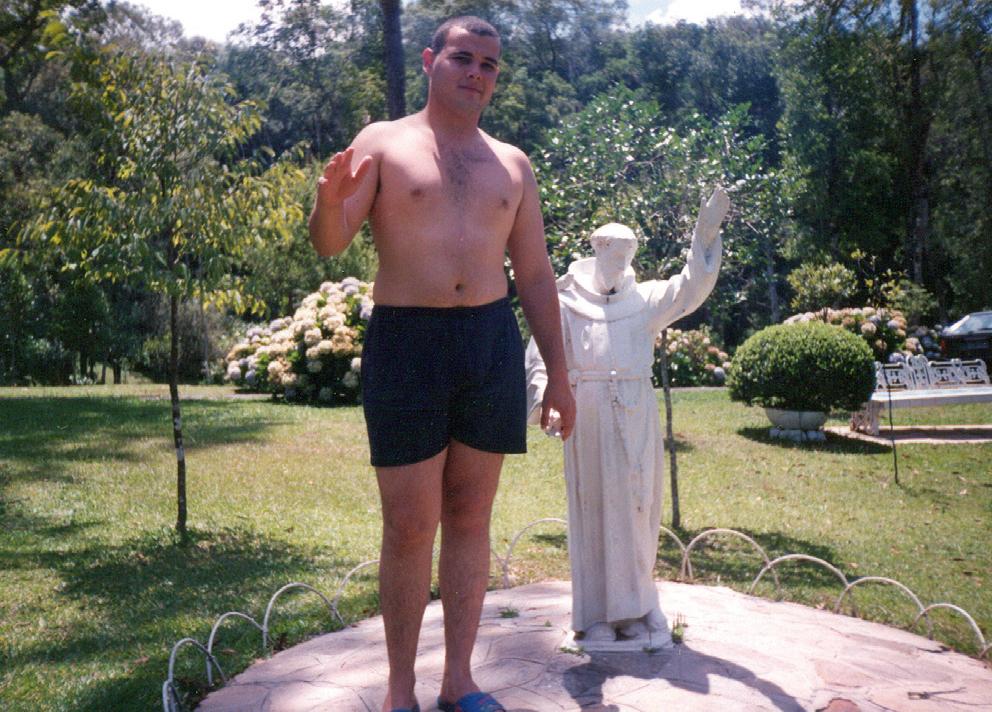 Fazendo pose de santo