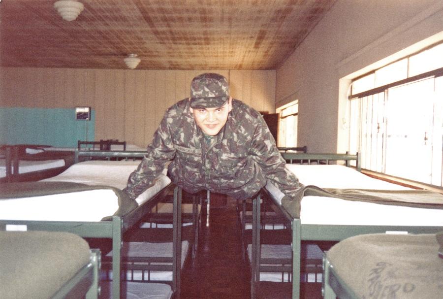 Quando prestava serviço militar, Marcelo se passou por tenente e deu um golpe vendendo duas Harley-Davidson do exército
