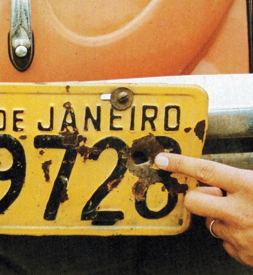 Alexandre Paiga, e seu exemplar de 1975, apenas uma das mais de 1 milhão de unidades vendidas.