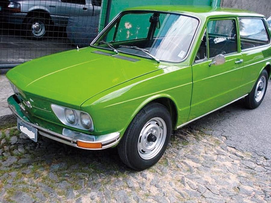 A Brasília de 1976 teve três donos diferentes, mas nunca saiu da família. Foi restaurada recentemente, mas sem perder as peças originais. Dirija este carrão por R$ 9 mil. Tel.: (31) 9978-4187