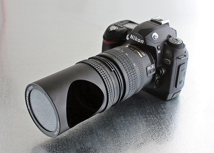 LENTE ESPIÃ: Está faltando espontaneidade nas suas fotos? Esse acessório tem um espelho que permite que você fotografe sem precisar apontar a lente para o sujeito. US$ 85 + frete - Photojojo.com