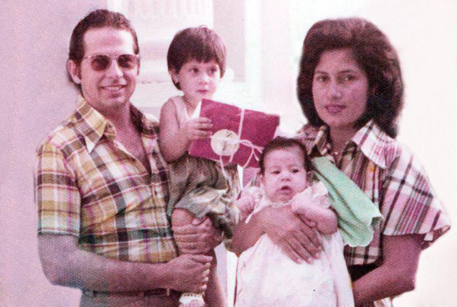 Danilo com os pais e a irmã em Salvador, infância de classe média alta