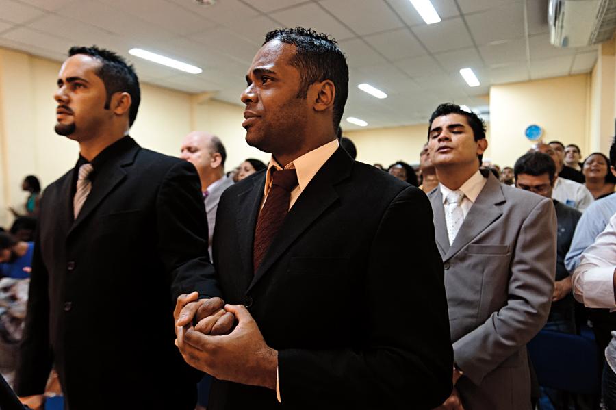 O casal de pastores Roberto Soares e Anderson Pereira, da Igreja Cristã de Belo Horizonte