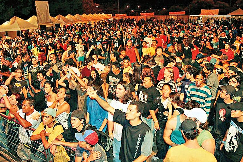 cena do festival Calango, em Cuiabá, primeiro grande projeto do Cubo Mágico