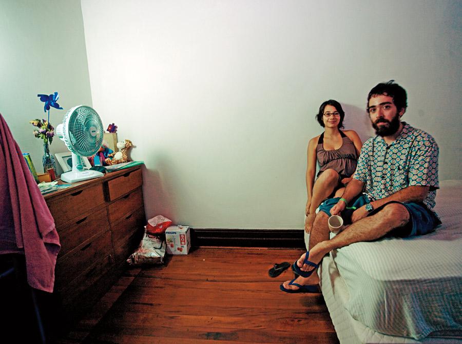 Dois moradores e ativistas da casa