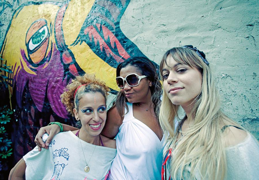 : Iara Rennó, Gaby Amarantos e Bianca Johrdão, musas Fora do Eixo