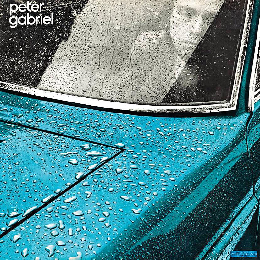 9. Em seu primeiro disco solo, de 1977, Peter Gabriel aparece mais obscuro, cerebral, influenciado por eletrônicos e com uma lupa no futuro. A parte ruim é que o futuro eram os anos 80