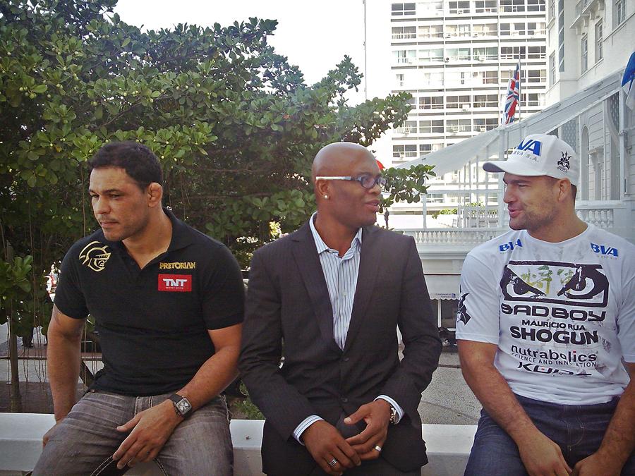 Com Anderson Silva e Shogun em entrevista sobre o UFC Rio, em julho