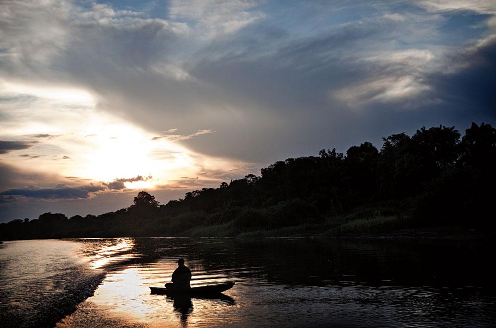 pôr do sol no rio Içá, onde fica a aldeia Betânia