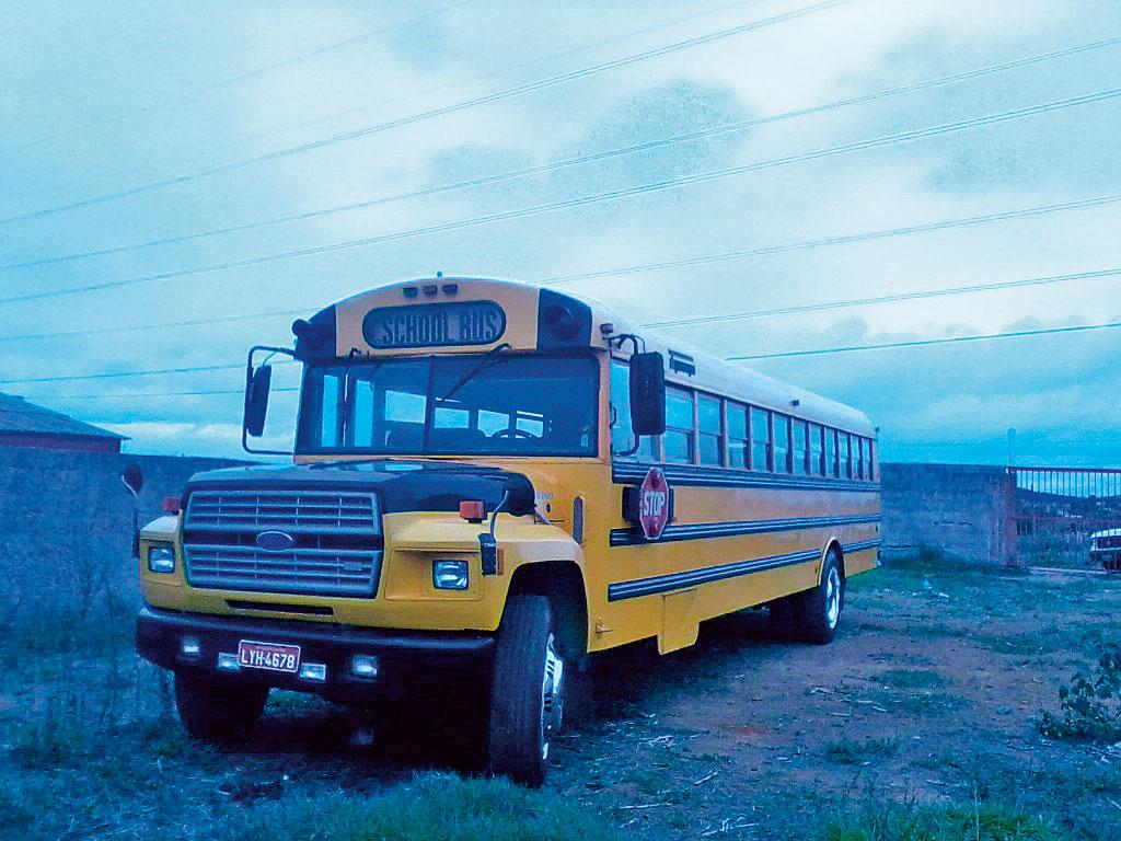 """O """"school bus"""" ano 87 está com peças originais, exceto pelos bancos internos. Foi importado em 1994 e está com os donos atuais há quatro anos. É seu por R$ 28.000. Tel.: (11) 3873-4516"""
