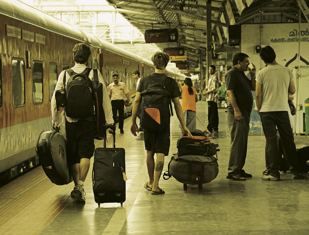 a dupla encarando mais um trem