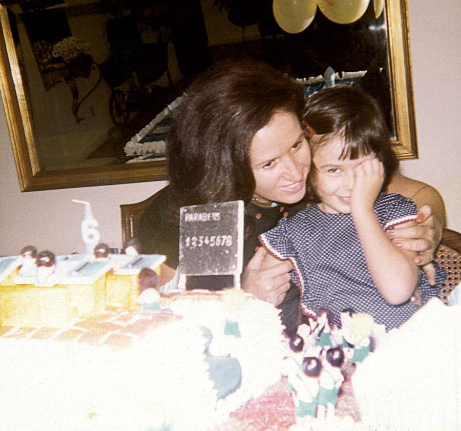 Milly com a mãe no aniversário de 6 anos