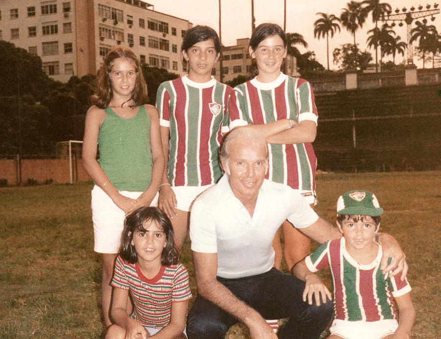 Milly Lacombe com amigos e Zagallo, no treino do Fluminense