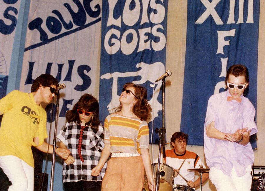 Vitor com sua banda new wave no festival Fico, do Colégio Objetivo, nos anos 80