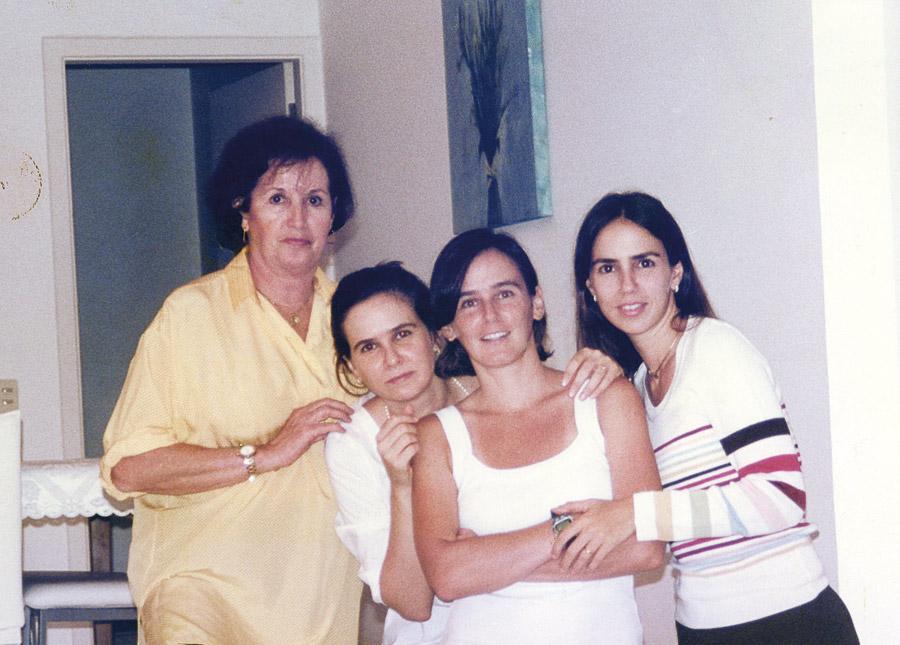 A mamãe e as irmãs Lacombe