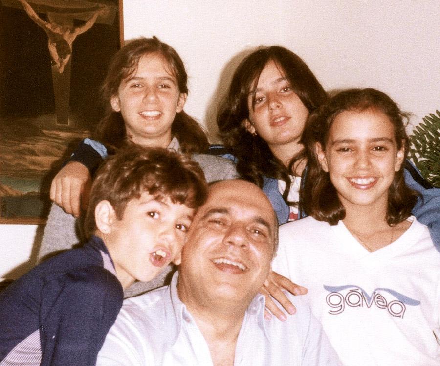 A colunista com pai e irmãs
