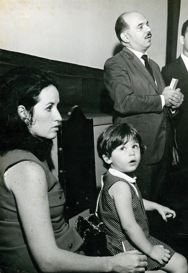 Milly Lacombe com os pais no Rio de Janeiro em 1971