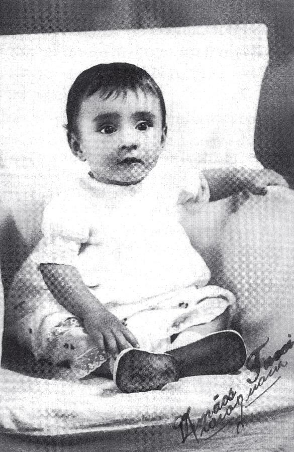 Em 1938, com 1 ano de idade.