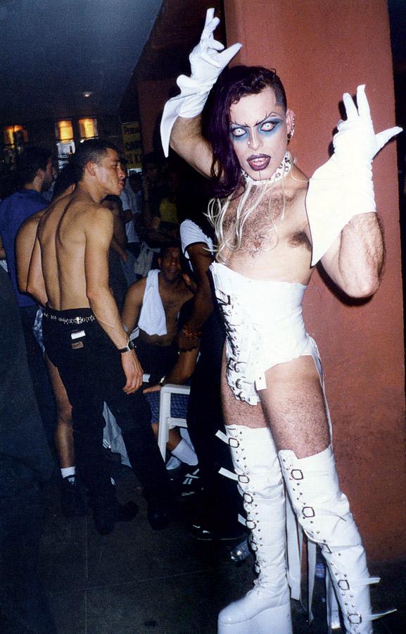 a drag Victor Piercing
