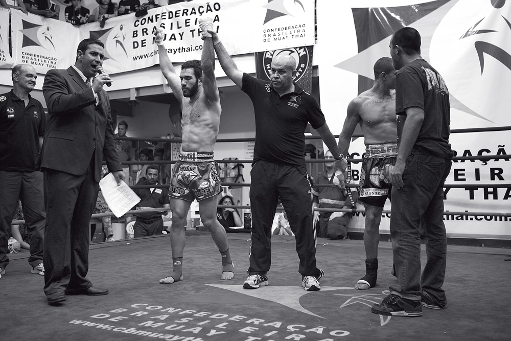 A luta entre Fábio Leão e Bruno Kober terminou com a perda do título do primeiro por interrupção médica depois de um corte no supercílio
