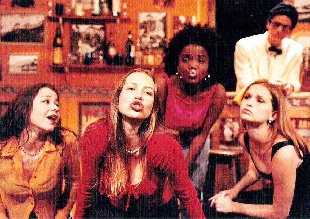Com o elenco da peça Amigas, de 1999