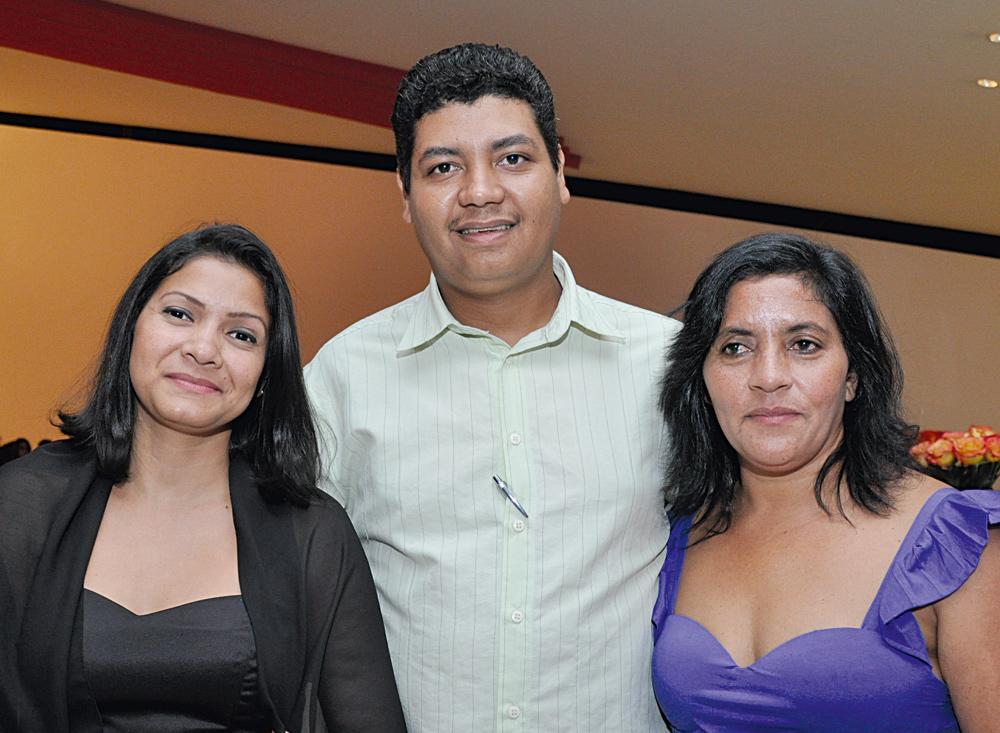 Laísa Santos Sampaio, José Claudio Ribeiro dos Santos Junior e Claudenice Silva dos Santos