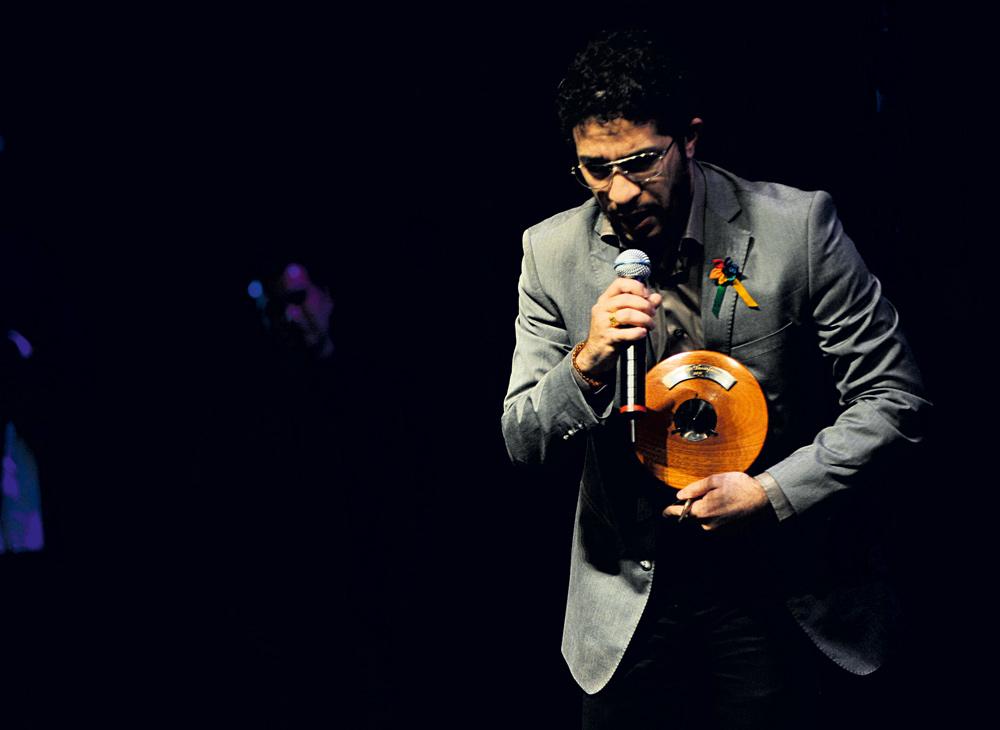 Jean Willys dedica o prêmio a outros ativistas LGBT