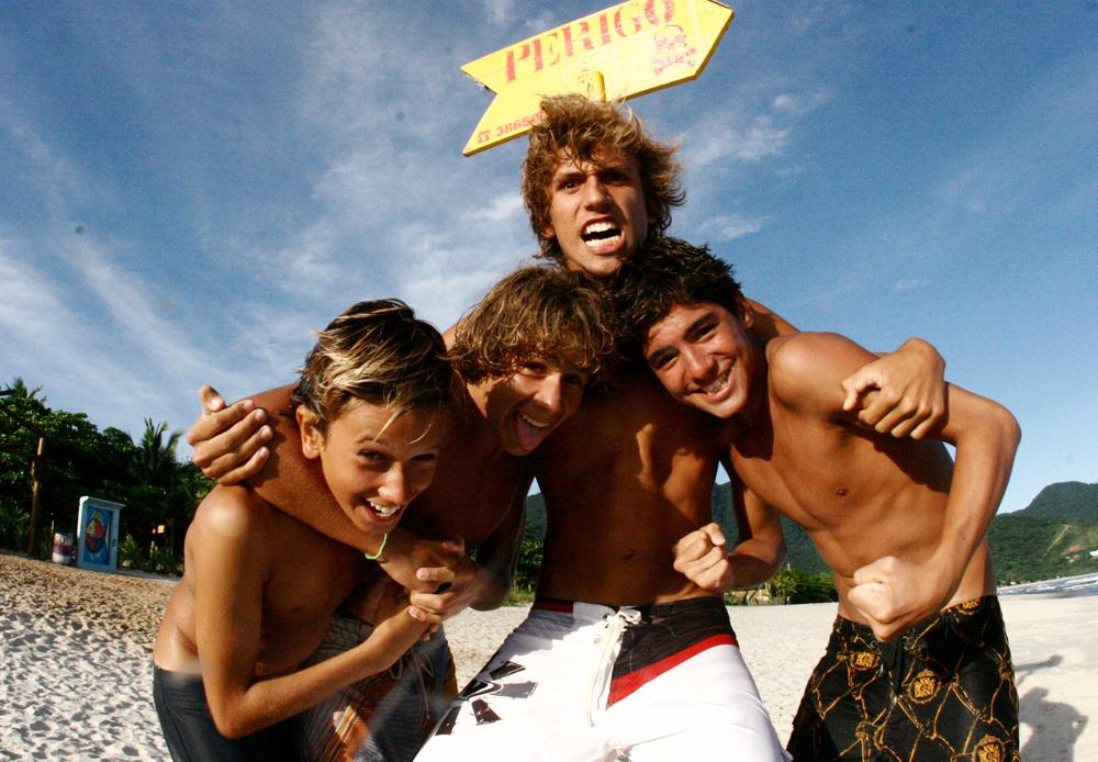 com Renan Castro, Renan Argemiro, Mateus Lee e o Gabriel, em Maresias, 2008