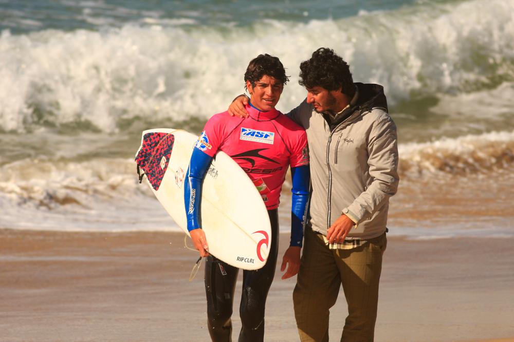 Medina com Charles na Praia Mole, Florianópolis, quando venceu sua primeira etapa de WQS, em 2009