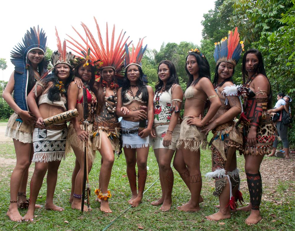as semifinalistas do concurso geral com as indígenas