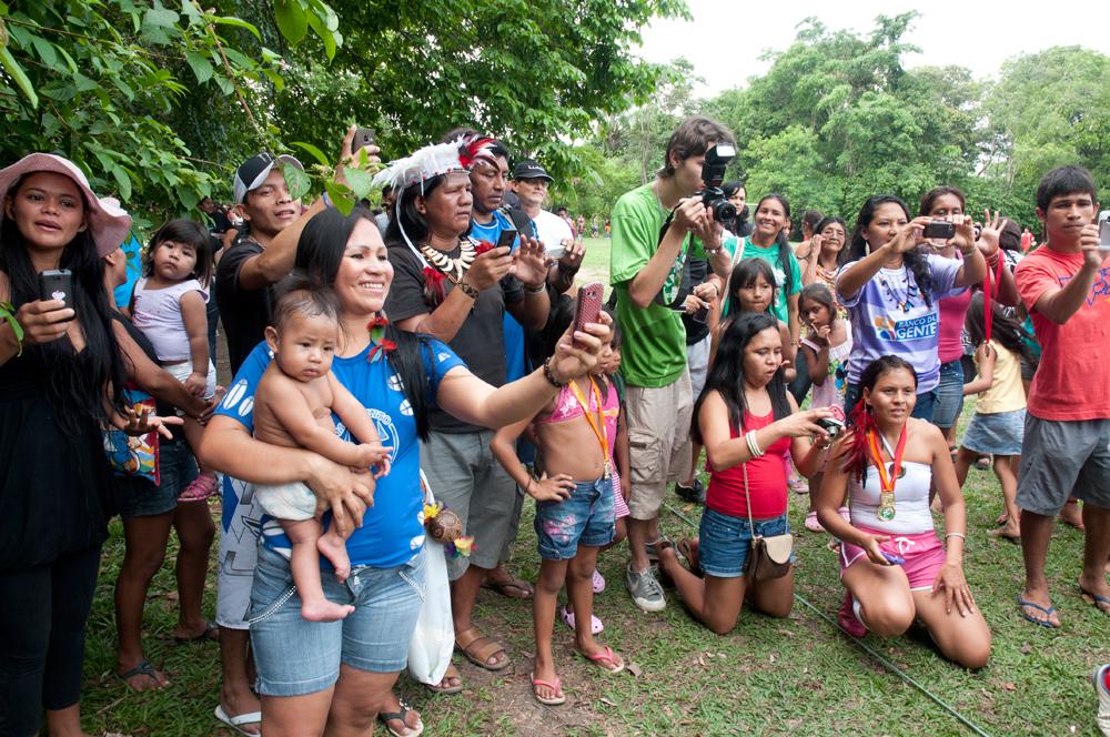 Cenas das finais indígenas do futebol e de rainhas