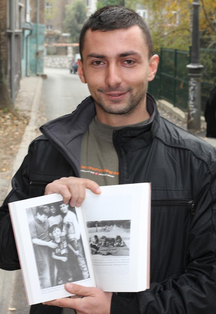 Damir exibe imagens da infância na guerra