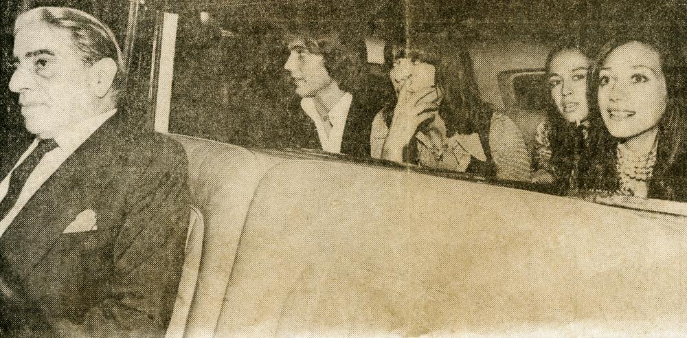 pegando carona no Rolls Royce de Aristóteles Onassis, em Paris, com Marisa Berenson e Elsa Martinelli