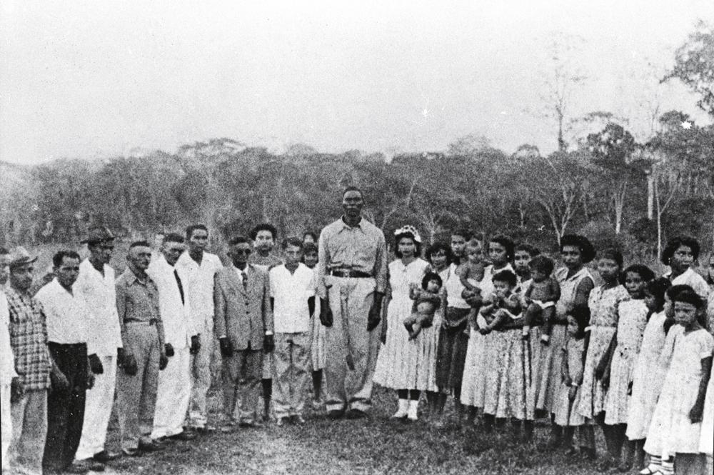 a primeira comunidade daimista liderada por mestre Irineu (ao centro) e padrinho Sebastião em Mauá, no clique de Alex Polari