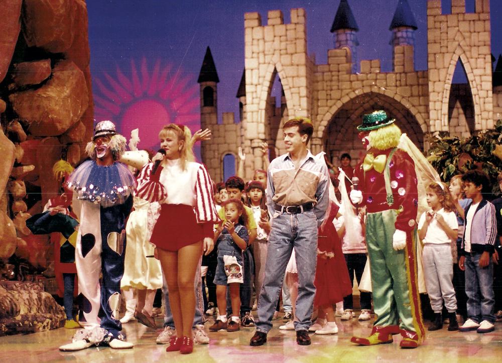 Rinaldi com os palhaços no programa da Eliana, em 1996